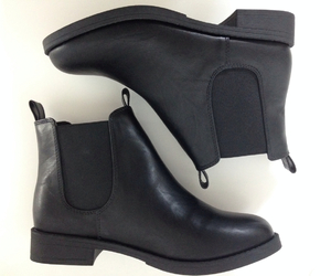 girl and chelsea boots image