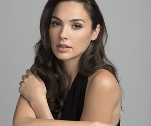 gal gadot and wonder woman image