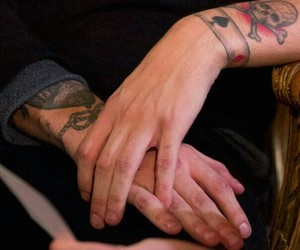 louis tomlinson, hands, and louis image