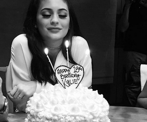 kylie jenner, birthday, and cake image