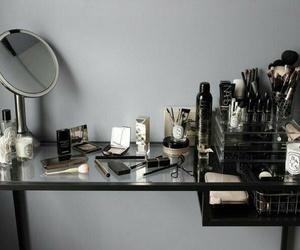 makeup, mirror, and penteadeira image