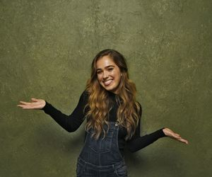 haley lu richardson image