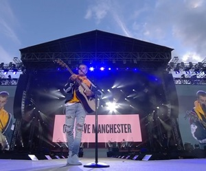 mo, justin beiber, and one love manchester image