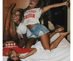 bed, summer, and best friends image