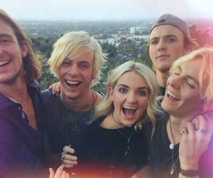 r5, ryland lynch, and brothers image