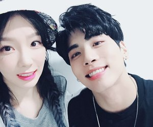 Jonghyun, taeyeon, and SHINee image