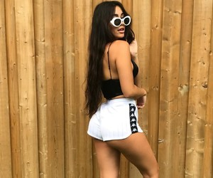 body, style, and claudia tihan image