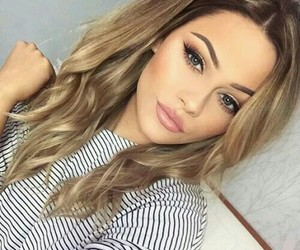 pretty and summermakeup image
