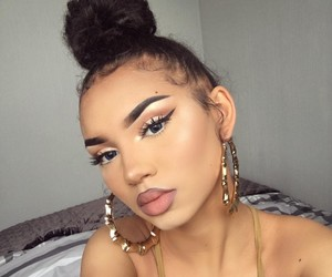 blue eyes, girl icons, and girl girls makeup image