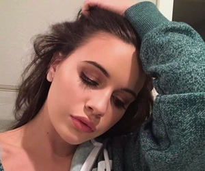 bea miller and girl image