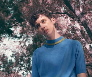 troye sivan, boy, and flowers image