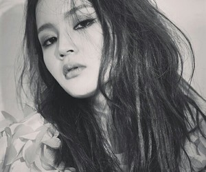 yg, lee hi, and beauty image