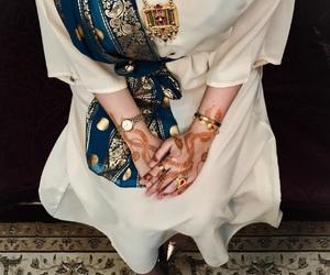 gold, Ramadan, and hand image