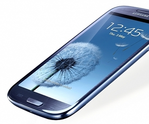 cell phone repair calgary, calgary cell phone repair, and calgary mac repair image