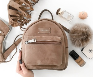 backpack and grafea image