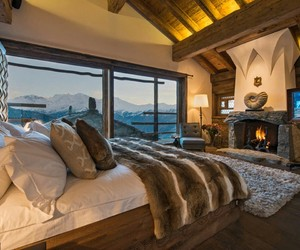 bedroom and mountain image