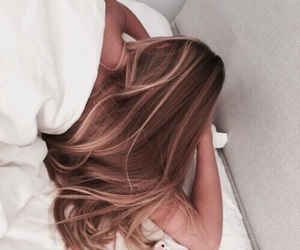 hair, girl, and bed image