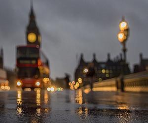 london, rain, and bus image