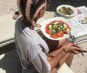 fashion, girl, and lunch image