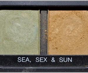 green, eyeshadows, and blissingskies image