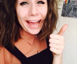 selfie, dodie clark, and doddleoddle image