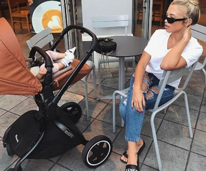 tammy hembrow and baby image