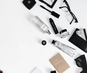 accessories, beauty, and desk image