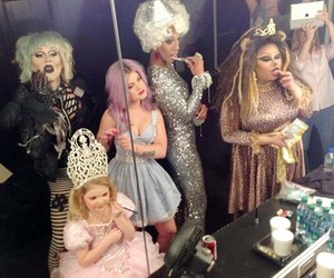 kelly osbourne, milan, and jiggly caliente image