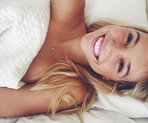 girl, smile, and alexis ren image