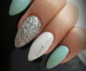 mentol and nails image