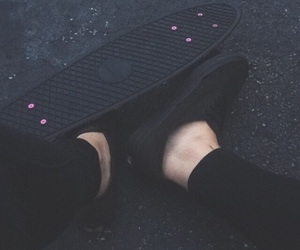 black, grunge, and skateboard image