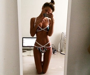fit, girl, and mirror image