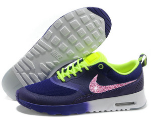nike running shoes image