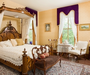 bed and breakfast, hannibal, and mansion image