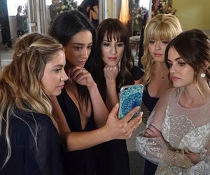 pretty little liars, pll, and lucy hale image