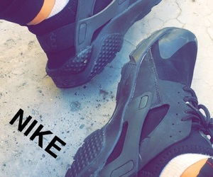 huarache, iraq, and nike image