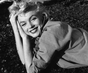 Marilyn Monroe, smile, and black and white image