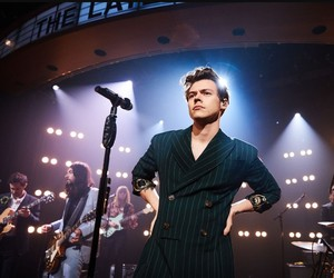Harry Styles, kiwi, and late late show image