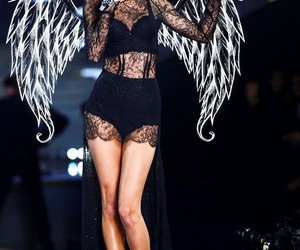 Taylor Swift and angel image