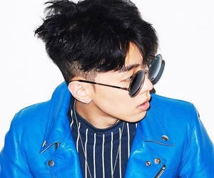 gray and aomg image