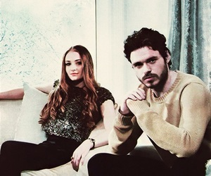 richard madden, sophie turner, and game of thrones image