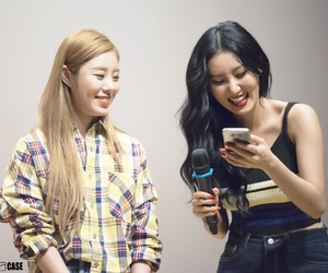 mamamoo, hwasa, and wheesa image