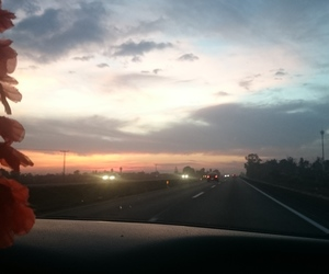 atardecer, in_love, and carretera image