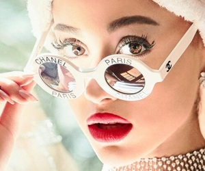 ariana grande, girl+beauty, and tour+concert+live image