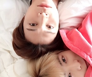 blond, selca, and jaehyun image