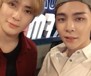 blond, johnny, and selca image