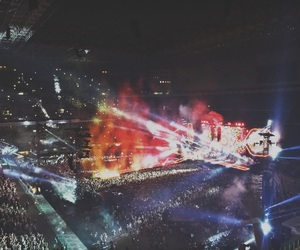 coldplay, crowd, and kaleidoscope image