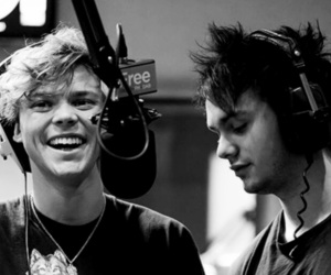 five seconds of summer, 5sos, and michael clifford image