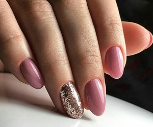 nails and uñas image
