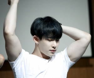 arms, monstax, and wonho image
